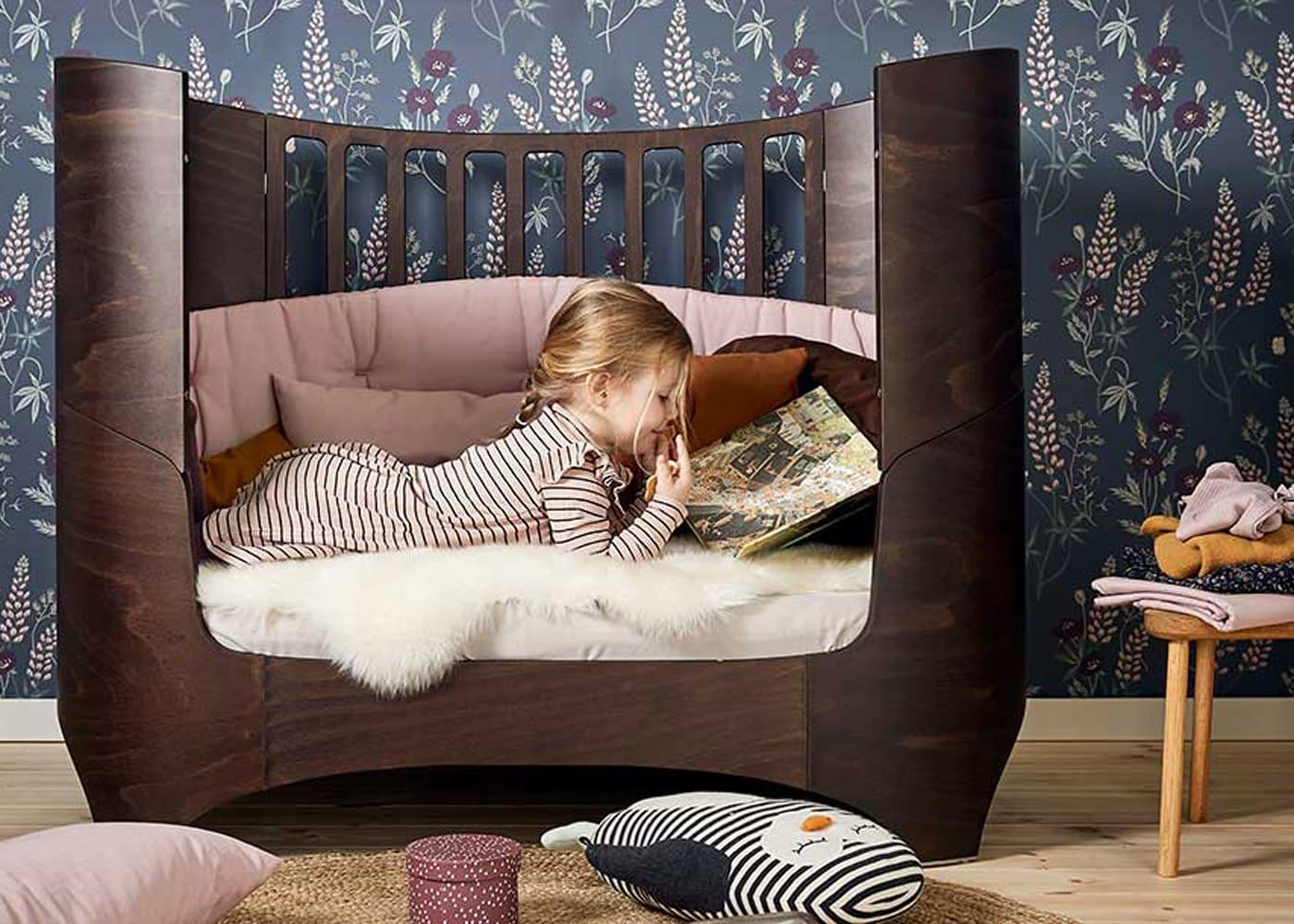 Schöne Kindermöbel in München finden: Mitwachsendes Babybett von Leander // HIMBEER