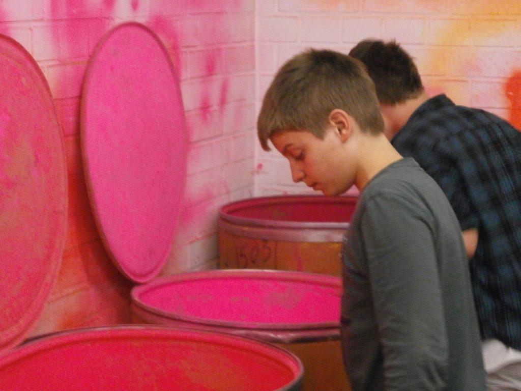 Pink Tonnen Junge Geiger Kunst Kurse