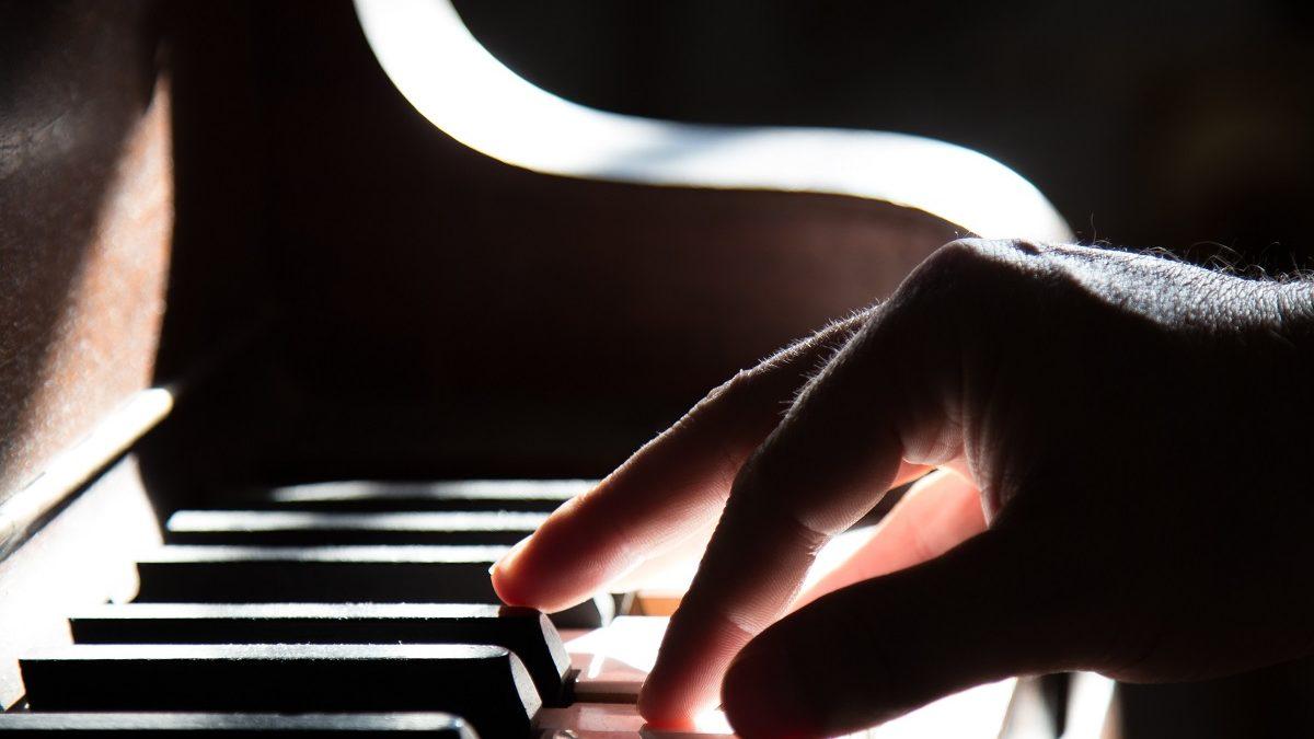 Klavier, Piano, Hände, schwarz weiß, Münchens Beste, Musikkurse // HIMBEER