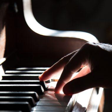 Klavier, Piano, Hände, schwarz weiß, Münchens Beste, Kurse // München mit Kind