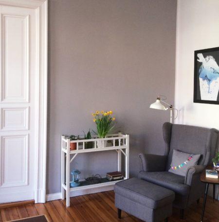 Wohnzimmer in Felsgrau | Berlin mit Kind