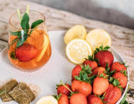 Eistee mit Erdbeeren und Zitrone // HIMBEER
