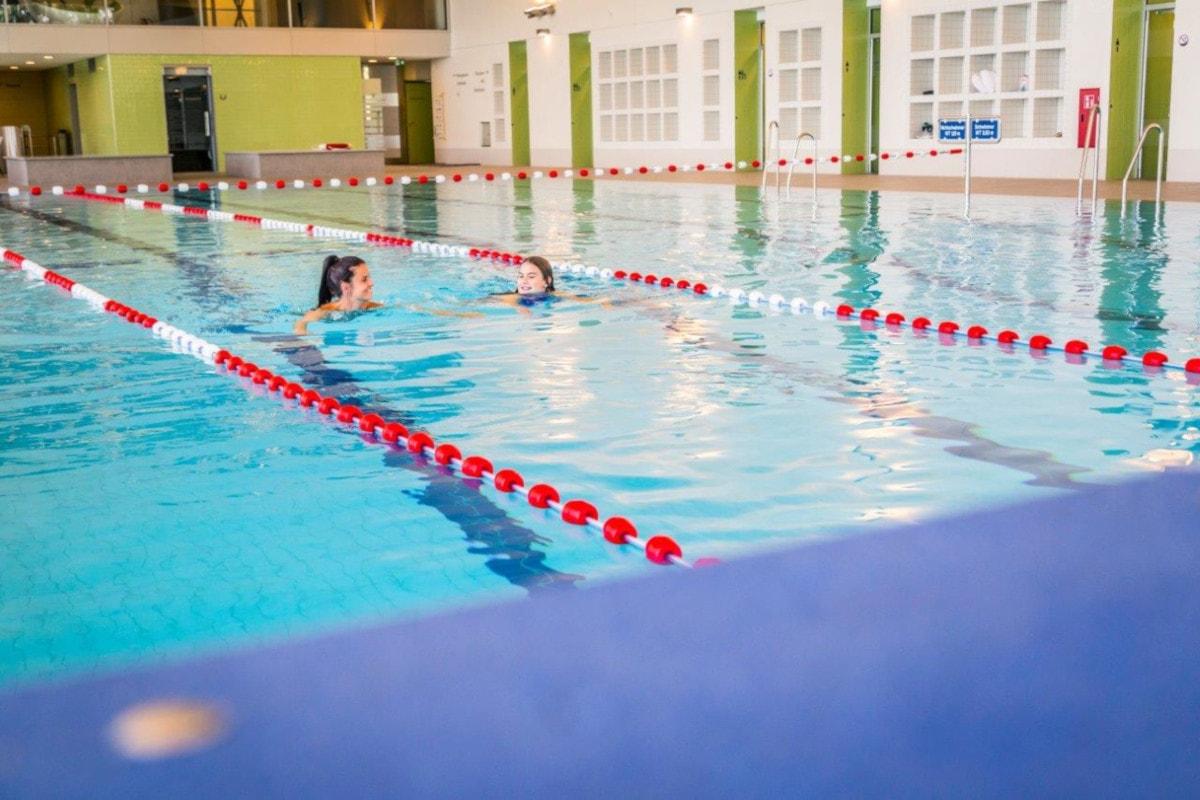 Hallenbad Seebad Starnberg Schwimmen // HIMBEER