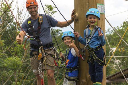 Kinder klettern Seil Jochen Schweizer Arena Advertoria // München mit Kind