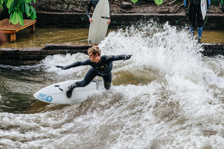 Eisbach Sommer Surfer // HIMBEER
