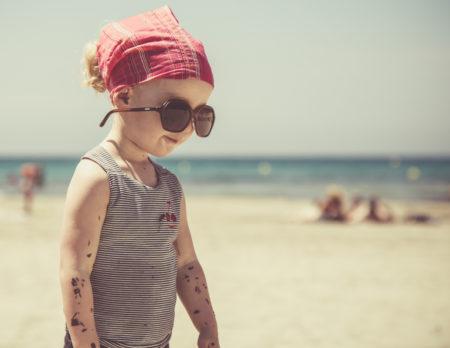 Kind Sonnenbrille Strand | Muenchen mit Kind