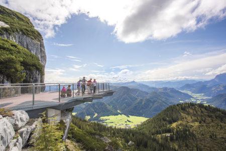 Aussichtsplattform Familie Bollerwagen Triassic Park // muenchen mit kind