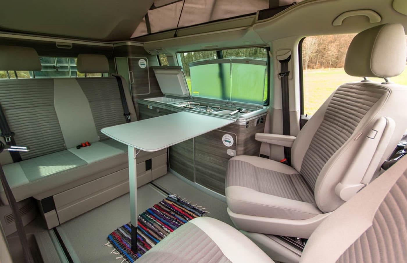 Ein vw bus f r die ganze familie roadsurfer camper for Innenraum planen
