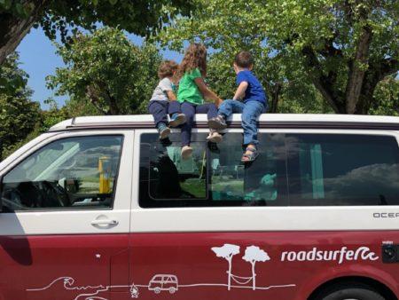 VW Camper mit Kindern c roadsurfer GmbH