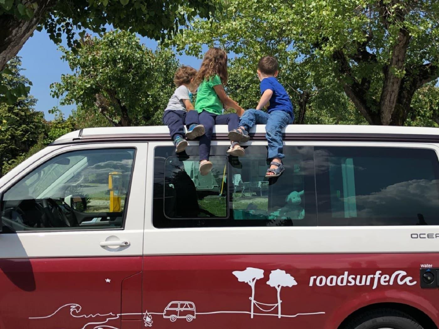 ein vw bus f r die ganze familie roadsurfer camper. Black Bedroom Furniture Sets. Home Design Ideas