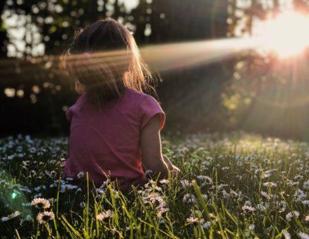 Wochenendtipps Sonne Lichtung Kind unsplash // München mit Kind
