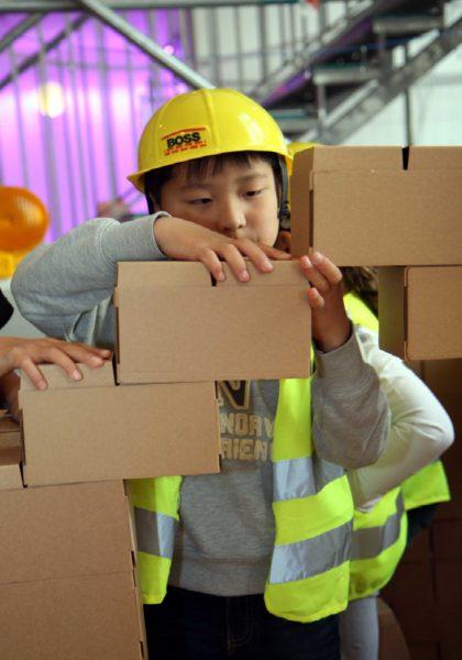 Junge Bauen Mitmachbaustelle // Muenchen mit Kind