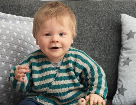 Wickeljacke für Babys stricken // HIMBEER
