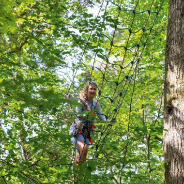 Maedchen Klettern Kletterwald Baeume // Muenchen mit Kind