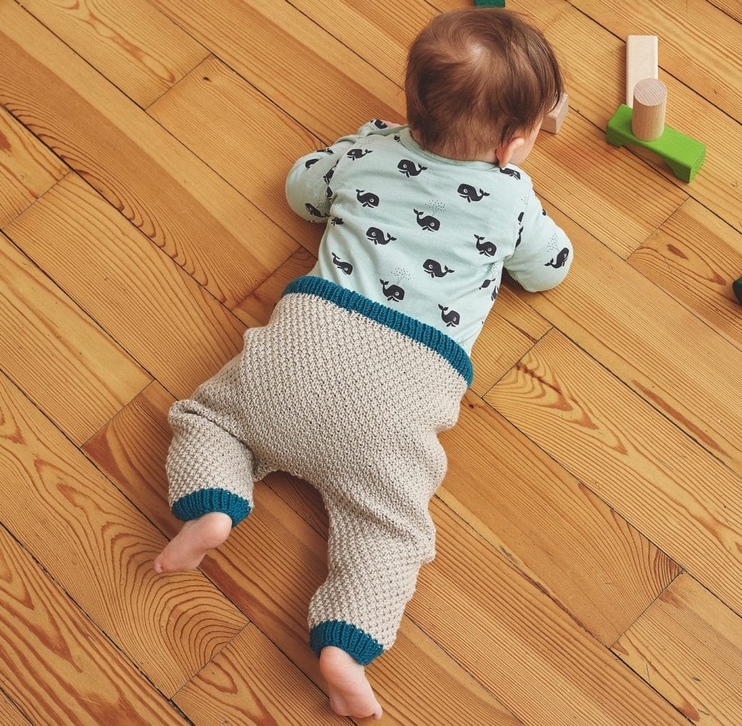 Selber Machen: Gemütliche Strickhose für Babys Kleinkinder Strickanleitung // HIMBEER