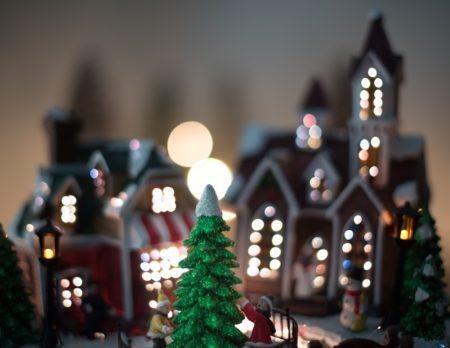 Lebkuchenhäuser, Weihnachtsmärkte, Lichter, Baum, unsplash // München mit Kind