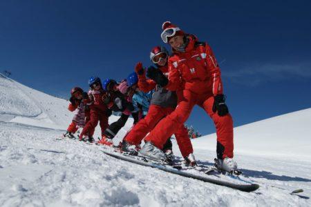 Skifahren mit Kindern in Österreich: Skischule // HIMBEER