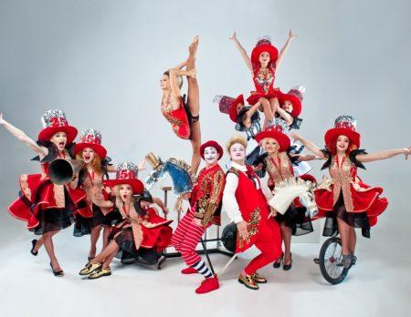 Circus Krone, Gewinnspiel, Jubiläum, 100 Jahre, Akrobaten, Truppe, rot, Einrad // München mit Kind