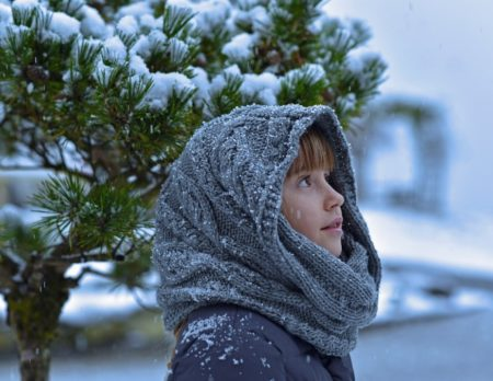 Winter Maedchen Schal Schnee // Muenchen mit Kind