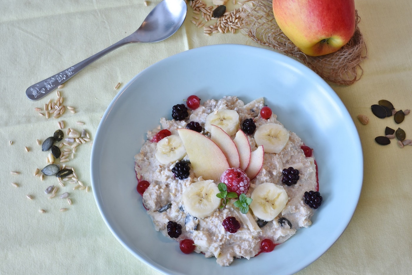 Gutes Essen wichtig für gesunden Kinderschlaf: Porridge // HIMBEER