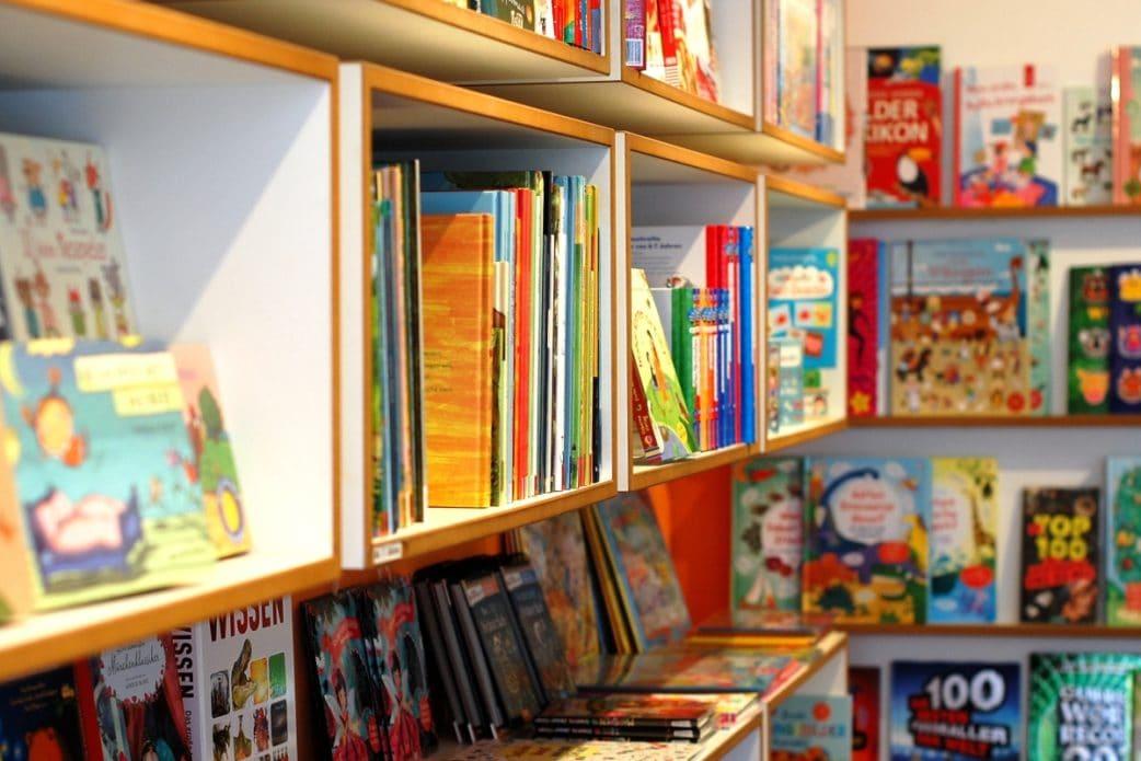 Leselotte, Buchregal, Bücher, Kinderbuchladen, Münchens Beste // München mit Kind