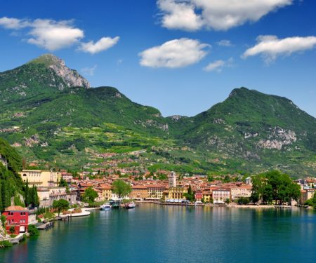 Id stockfoto: 115340041 the city of Riva del Garda, situated in the northern part of the largest Italian lake, Lago di Garda