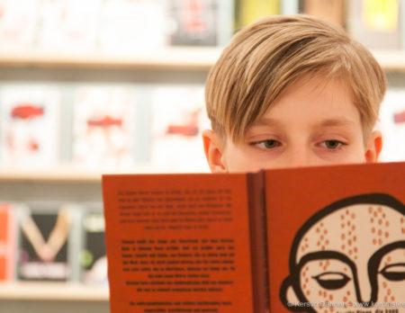 Bücherschau Junior: Lesender Junge // HIMBEER