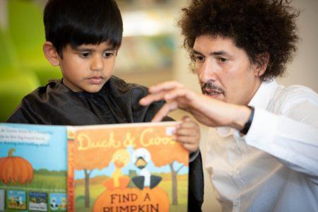 Danny Beuerbach, book a look, kleiner Junge, Buch, vorlesen // München mit Kind