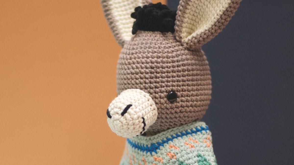 Einen niedlichen Esel mit Poncho häkeln // HIMBEER