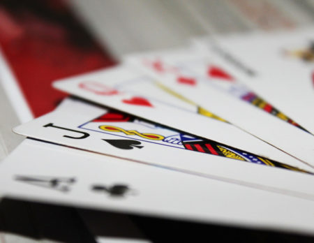 Vaterkolumne HIM: Über die Freuden des Kartenspielen mit Kindern // HIMBEER