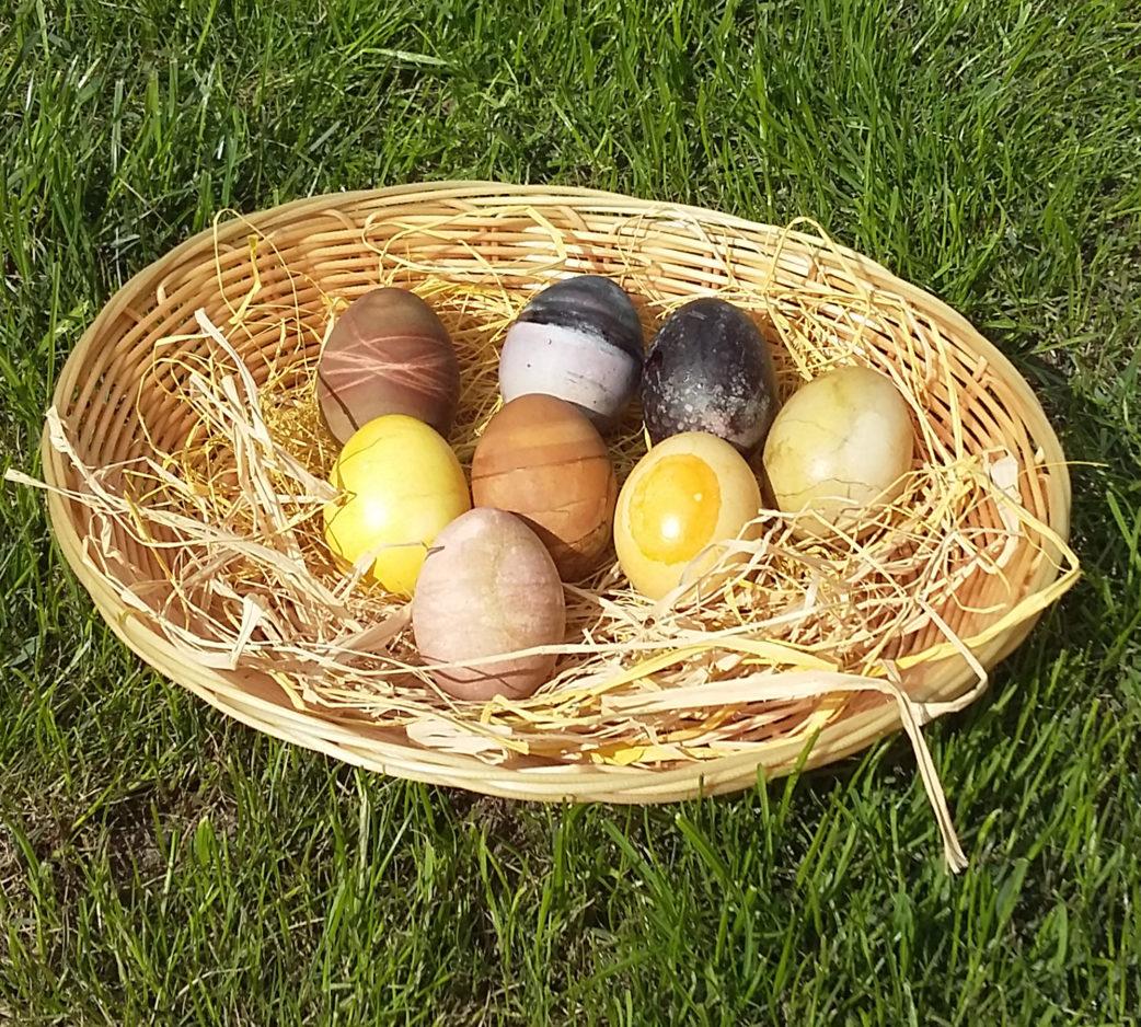 Ostereier natürlich färben mit Naturstoffen // HIMBEER