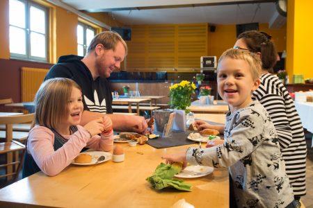 Feierwerk Brunch Familie // HIMBEER
