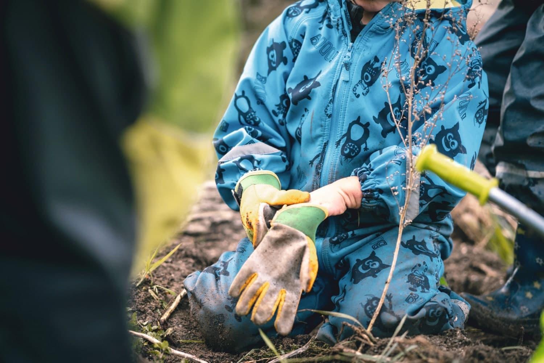 Macht euch Schmutzig Garten Gartenarbeit Workshops Sommerferienkurse// HIMBEER