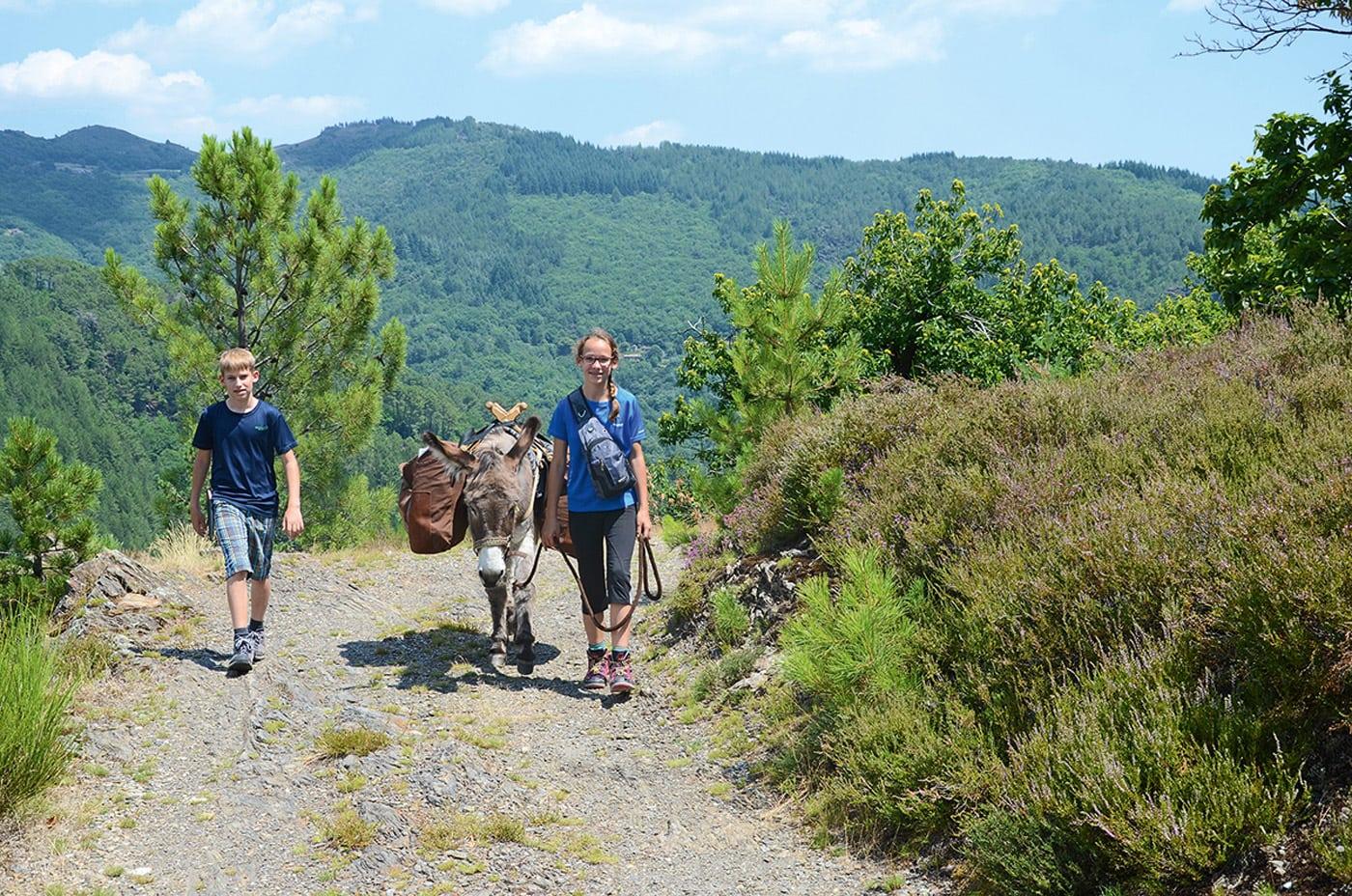 Reisetipps: Eselwanderung mit Kindern in Frankreich // HIMBEER