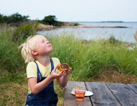 Schweden Kind Junge Fika Fjordkind // HIMBEER