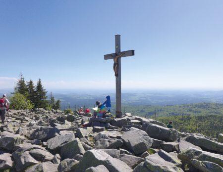 Lusen Gipfel Gipfelkreuz Felsen // HIMBEER