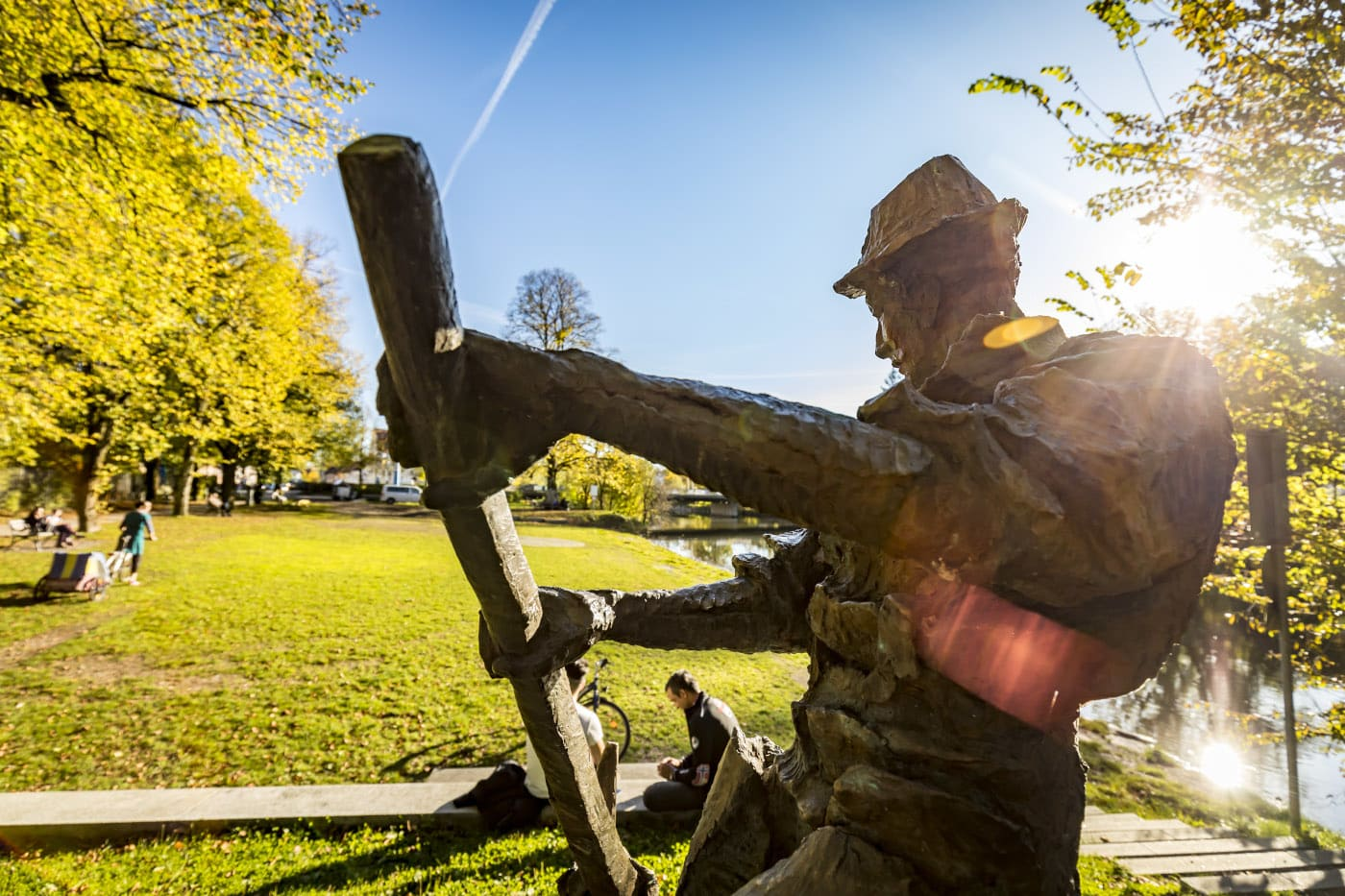 Kinderflößerpfad Loisach Statue // HIMBEER
