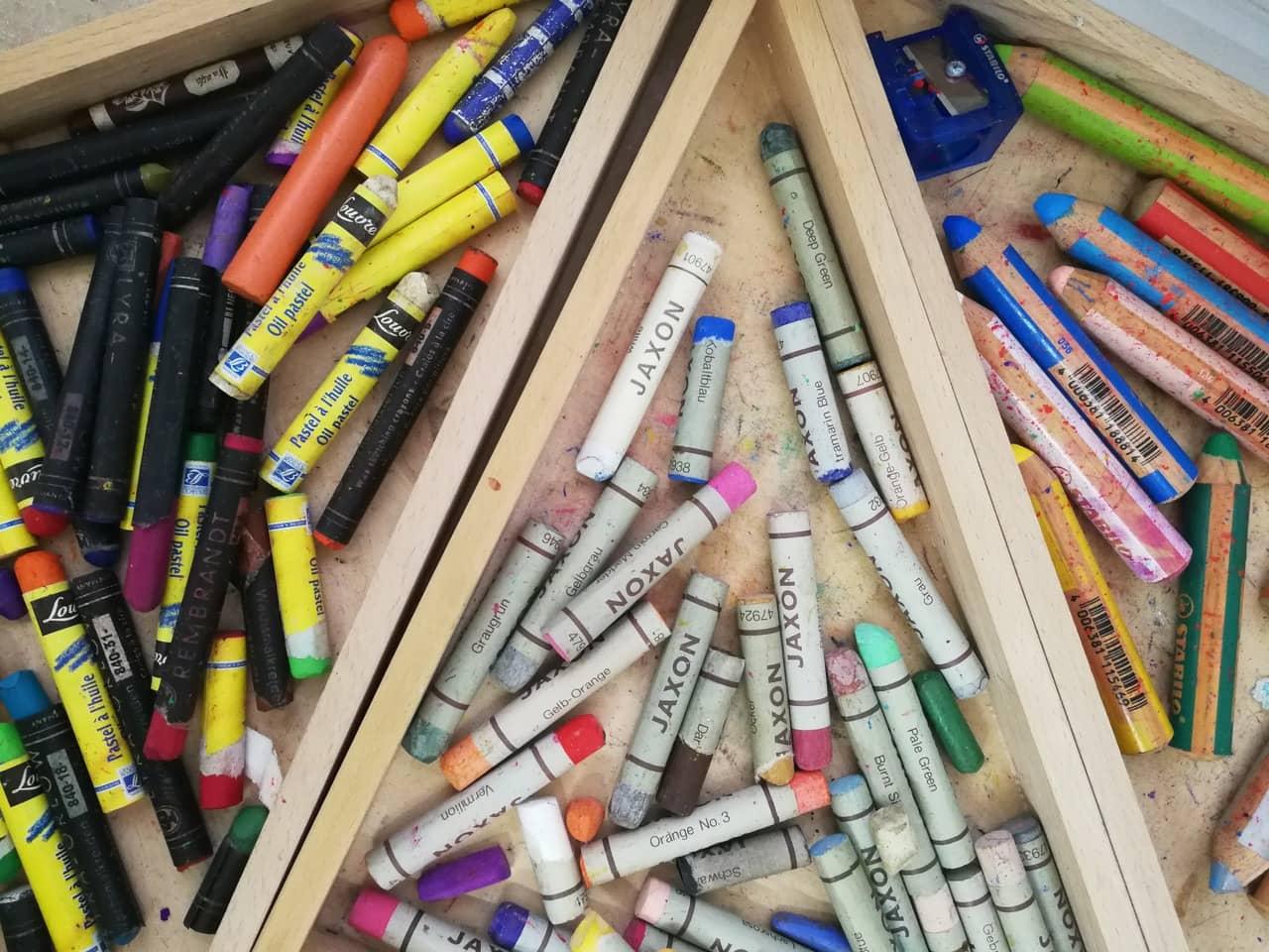 Kinderkunstkurs in München: Material Kunst mit Rosa // HIMBEER