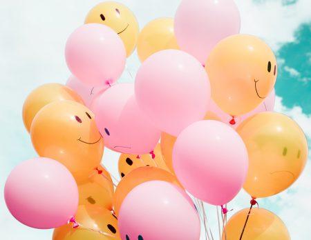 Kindergeburtstag Ballons Smileys Himmel // HIMBEER
