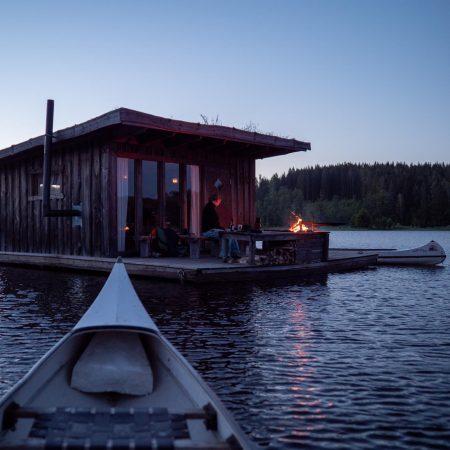 Urlaub mit Kindern in Schweden auf einem Hausboot – Abendstimmung // HIMBEER