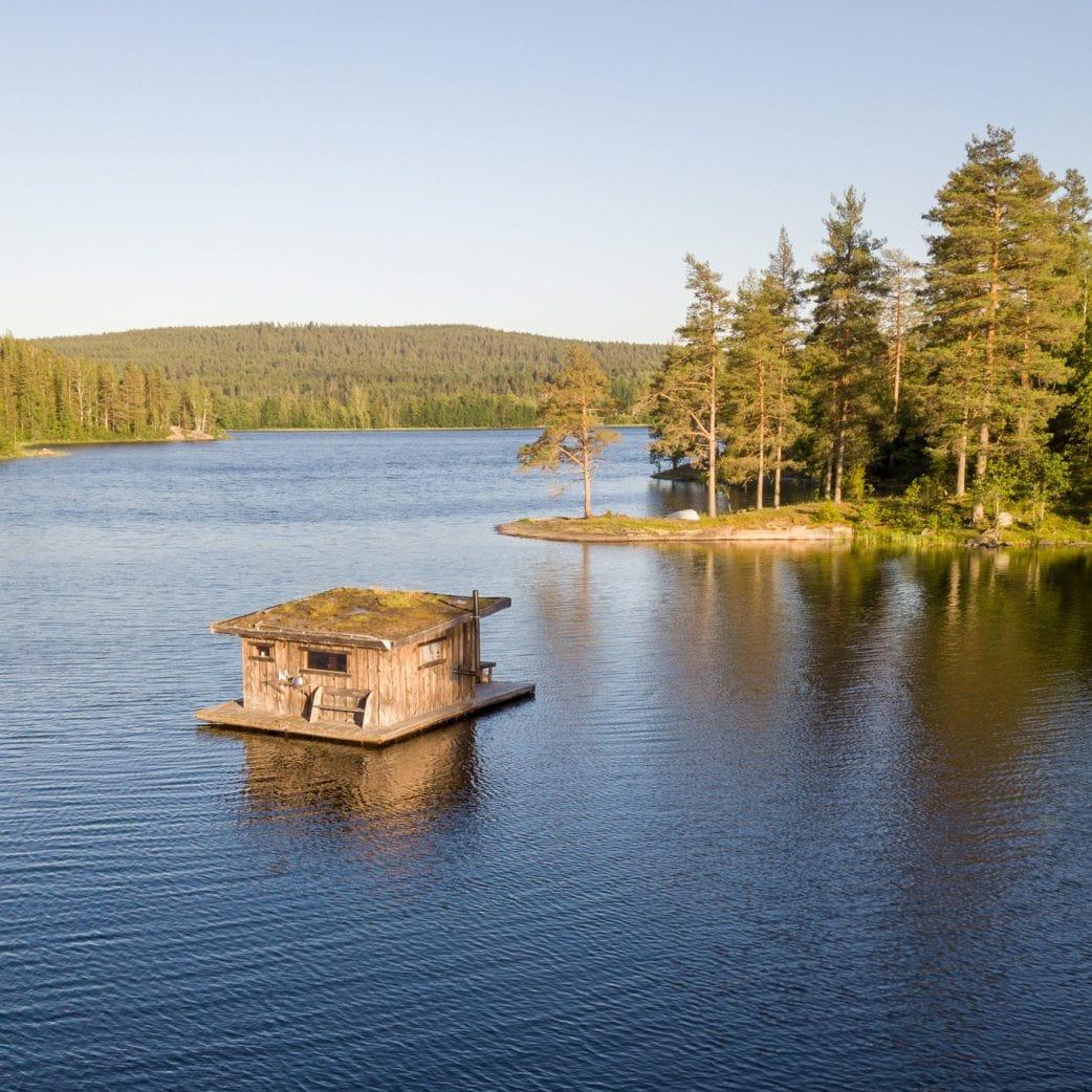 Familienurlaub in Schweden: Unterkunft auf einem Hausboot // HIMBEER