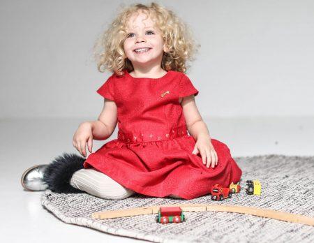 Das Berliner Familienmagazin: HIMBEER Dezember-Ausgabe 2019 mit Titelthema zu guten Spielsachen für Kinder // HIMBEER