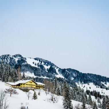 Jugendherberge Winter Schnee Skifahren // HIMBEER