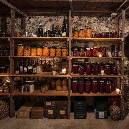 Weinkeller im Hotel Saalerwirt – Urlaubsziel für Familien // HIMBEER