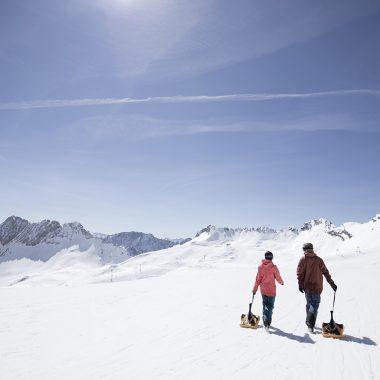Zugspitze: Rodeln im Schnee // HIMBEER