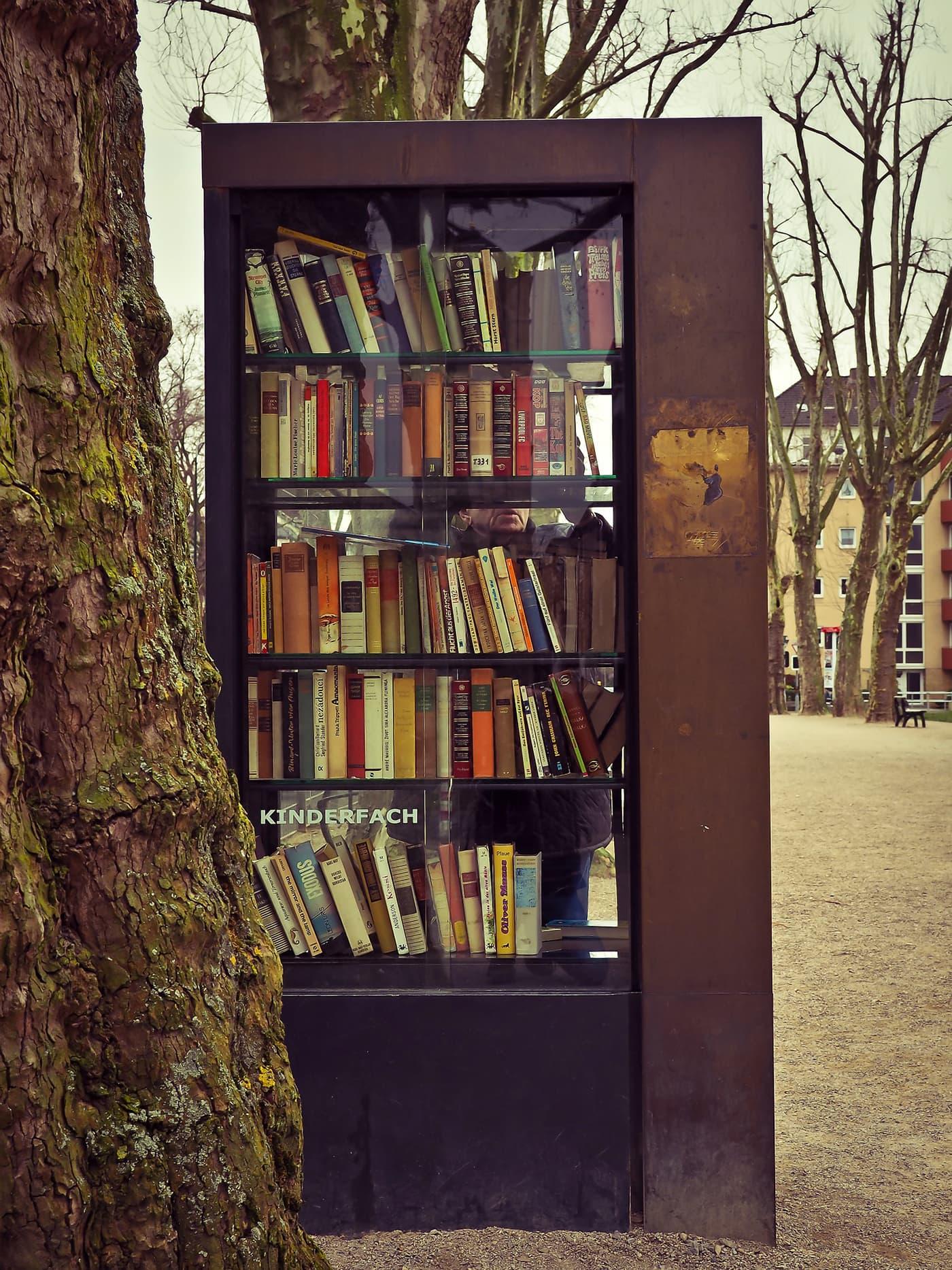 Bücherschrnke Bücherschrank München Bücher // HIMBEER
