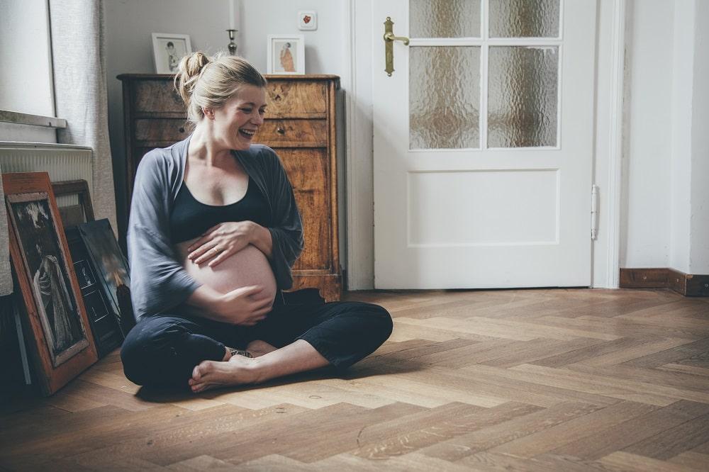 smile, laugh, schwanger, Babybauchfotos, pränatale Bindungsanalyes