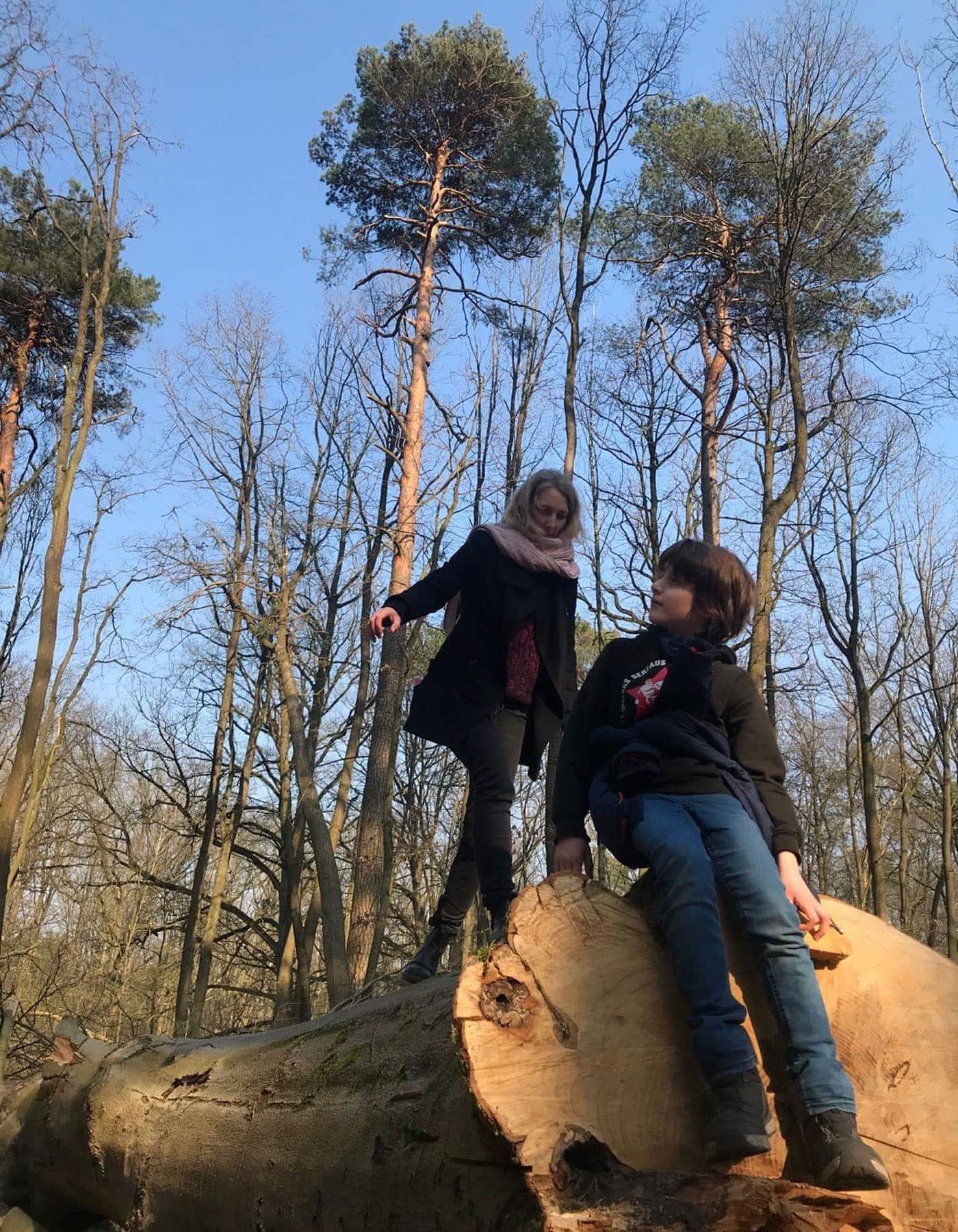 Sechs Wochen Homeoffice und Homeschooling: Mutter und Tochter beim Familienausflug in den Tegeler Forst // HIMBEER