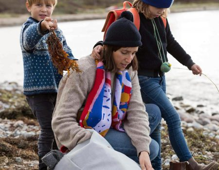Nora Hänska mit Kindern am Strand // HIMBEER