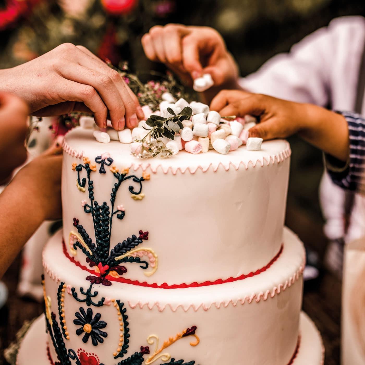 Hochzeit feiern mit Kindern: die Torte! // HIMBEER